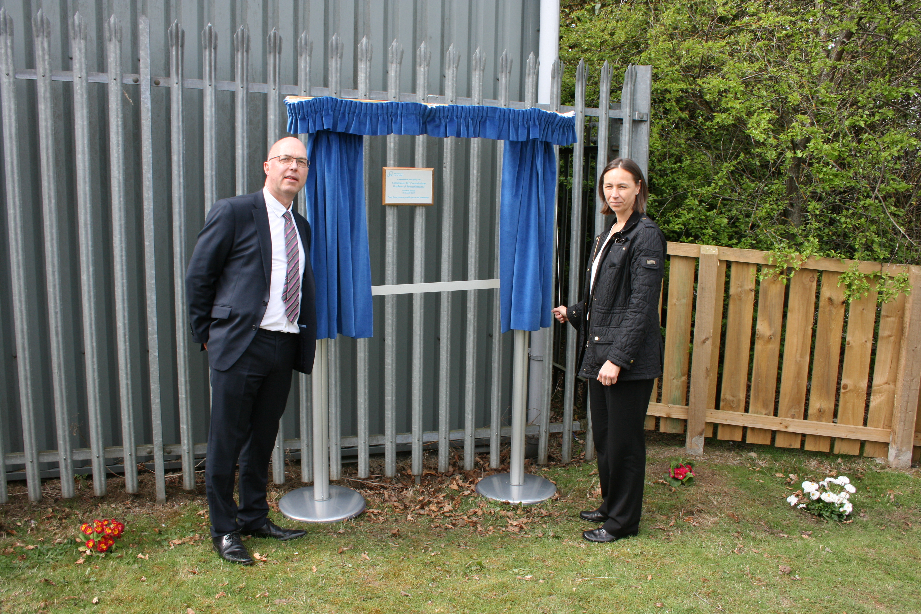 Mike Harvey & Donna Kennedy unveiling the plaque at the Livingston Garden of Remembrance